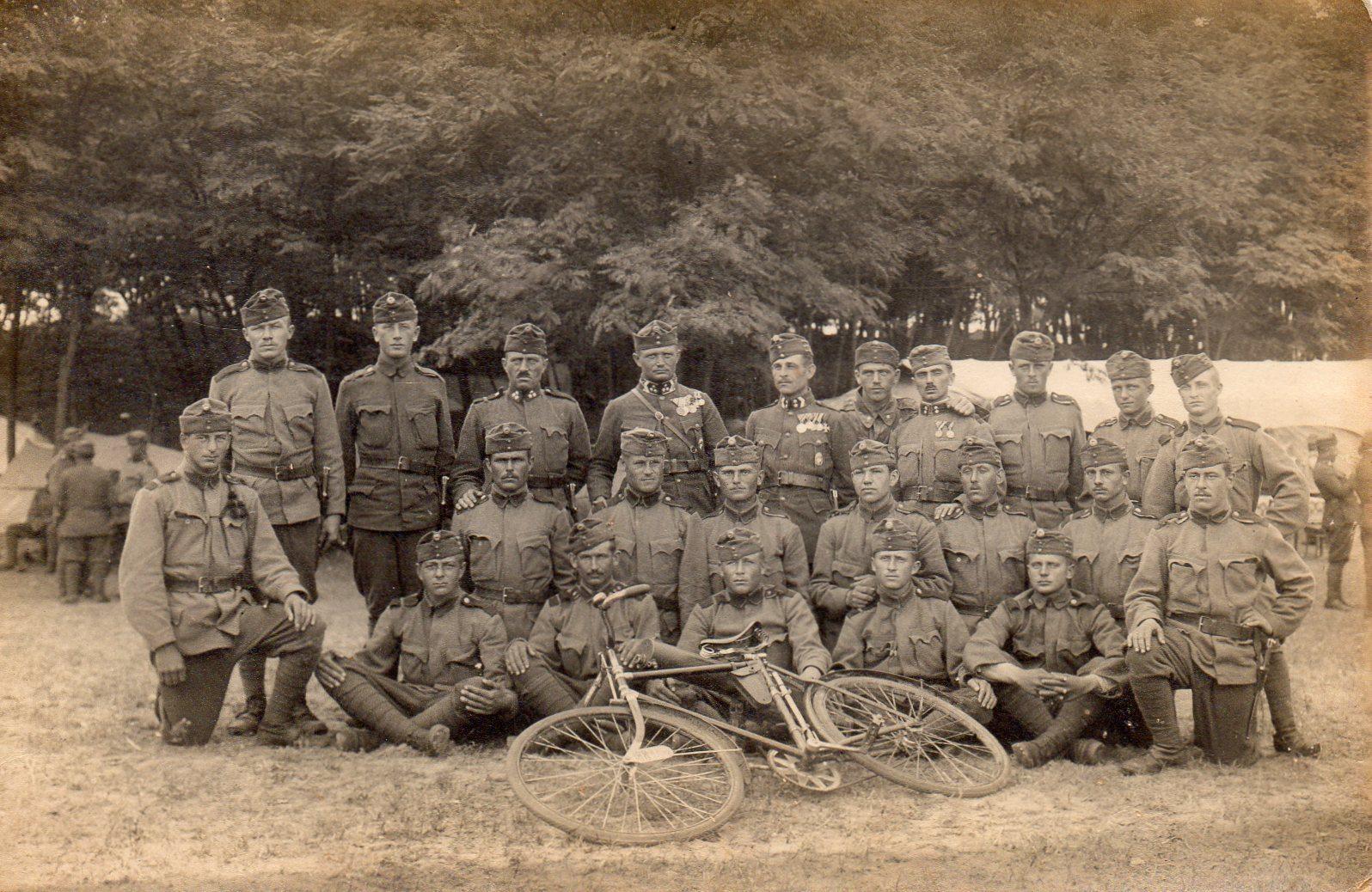 Kerékpáros katonák